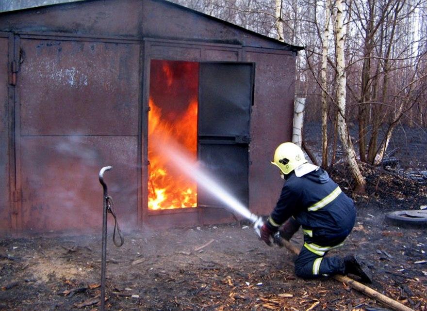 Пожар в гараже в Октябрьском (с) районе