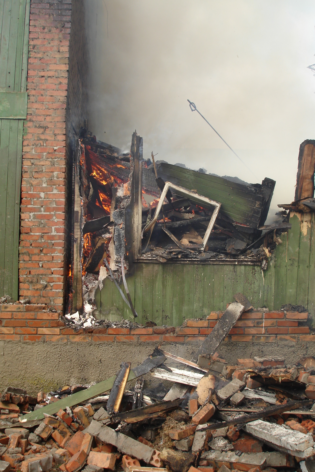Пожар в бесхозном здании в г. Новошахтинске