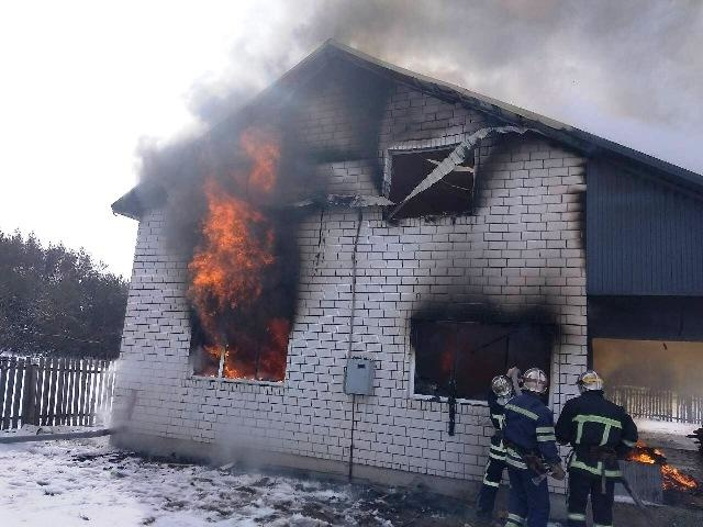 Пожар в бесхозном строении в Заветинском районе