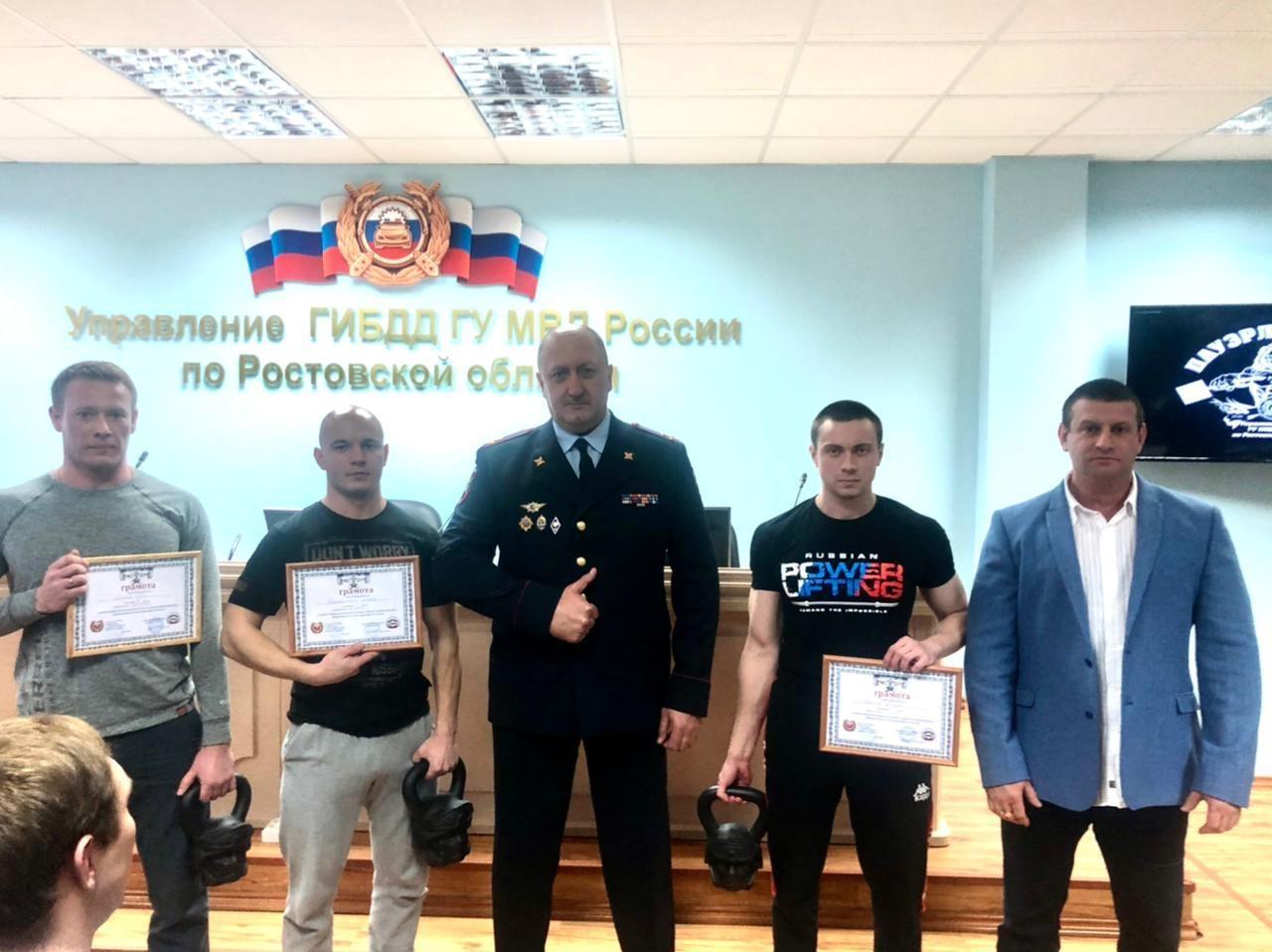 Сотрудники МЧС приняли участие в соревнованиях по пауэрлифтингу