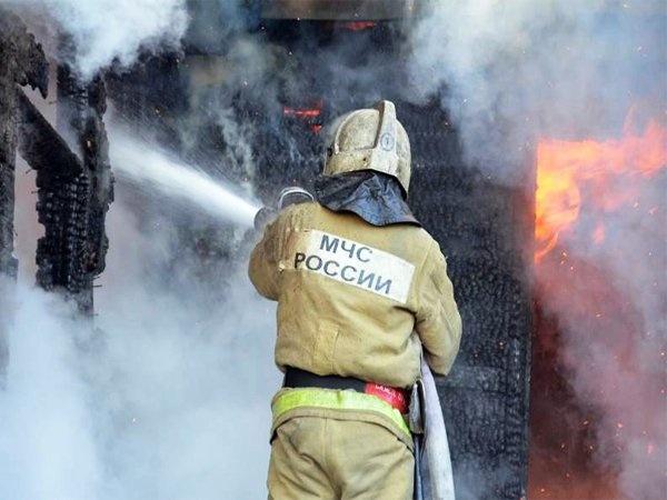Пожар в бесхозном строении в Азовском районе