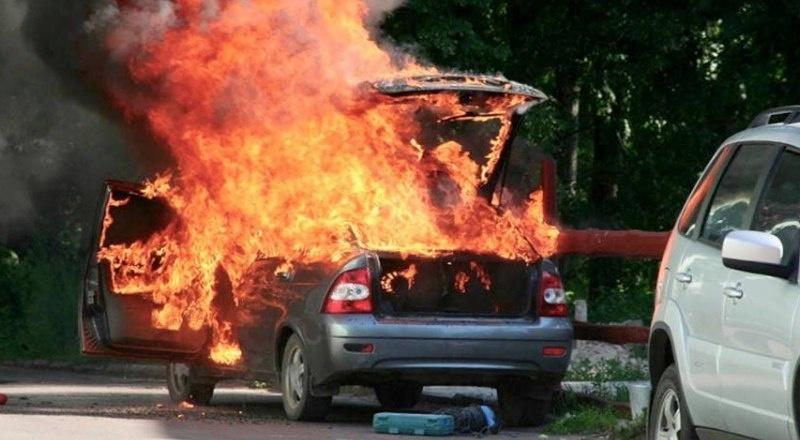 Возгорание автомобиля в г. Сальске