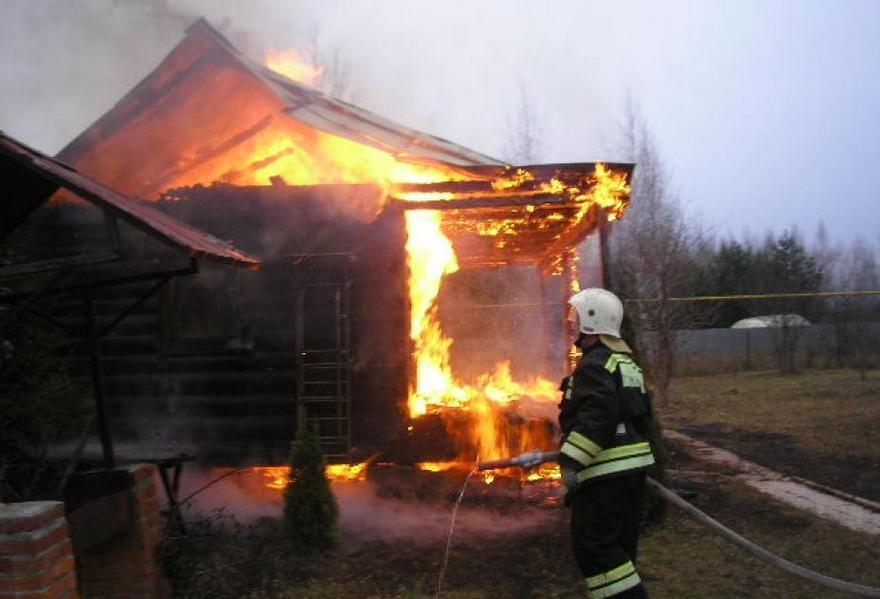 Пожар в бесхозном строении в Боковском районе