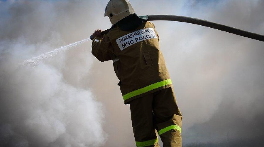 Пожар в заброшенном строении в г.Шахты