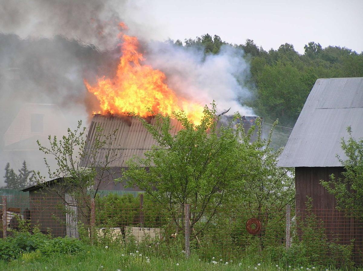 Пожар в дачном доме в г. Азове