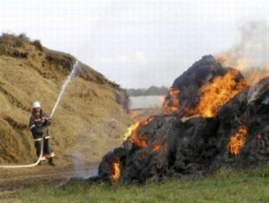 Возгорание сена в Милютинском районе