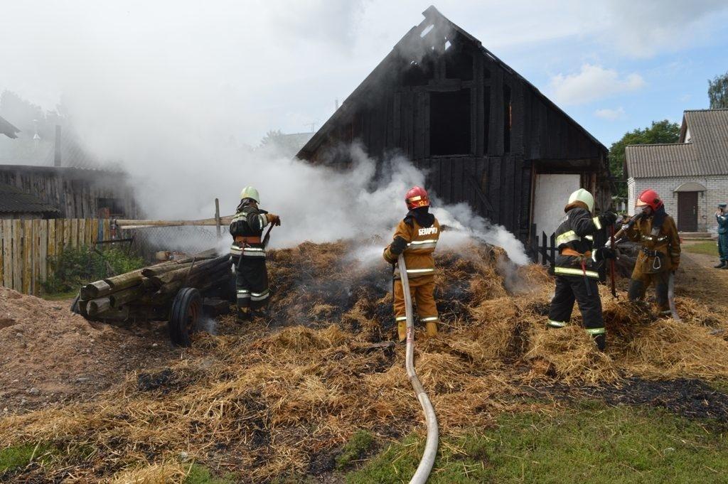 Пожар в сеннике в Сальском районе