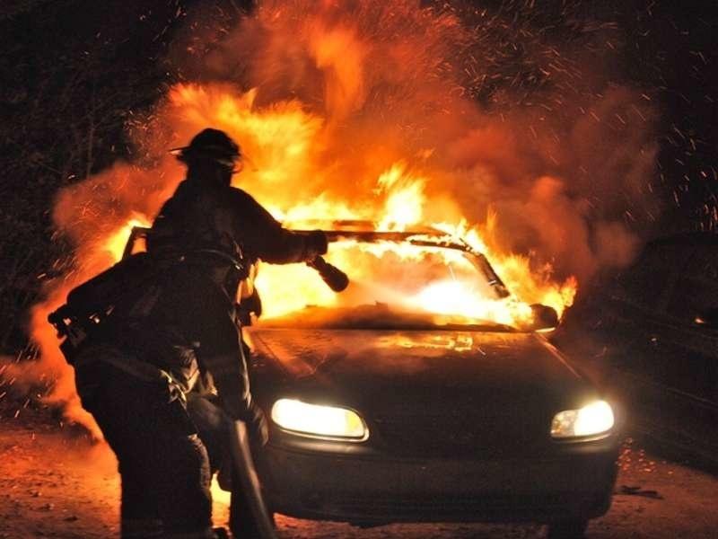 Пожар в автомобиле в Тарасовском районе