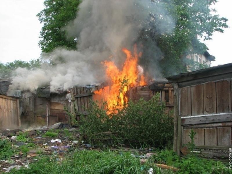 Пожар в бесхозном строении в г. Новошахтинске