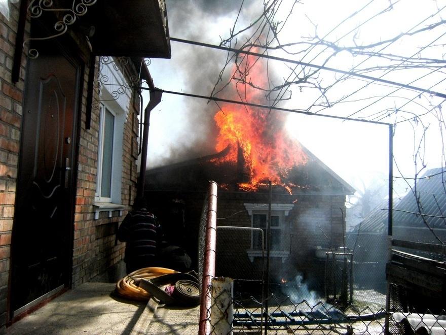 Пожар в хозяйственной постройке в Аксайском районе
