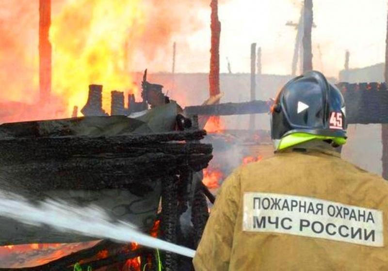 Пожар в бесхозном строении в г. Красный Сулин